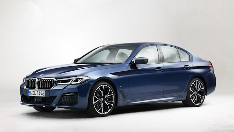 2021 BMW 5 Series front view